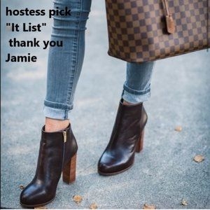 Vince Camuto 📁bootie Brown or Black pair's NWT